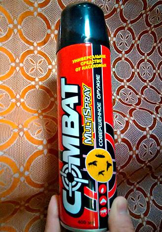 Aerosol bedeutet Combat Multispray - nicht nur zur Bekämpfung von Kakerlaken, sondern auch zur Bekämpfung von fliegenden Insekten geeignet.