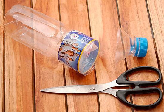 Eine effektive Wespenfalle kann aus einer normalen Plastikflasche hergestellt werden.