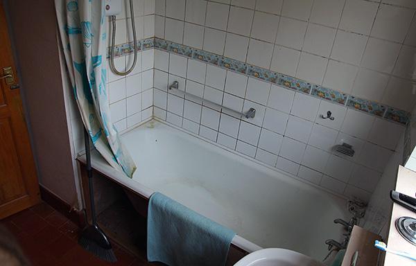 Hohe Luftfeuchtigkeit in der Wohnung (zum Beispiel im Badezimmer, Toilette) ist ein günstiger Faktor für das Vorhandensein von Asseln.